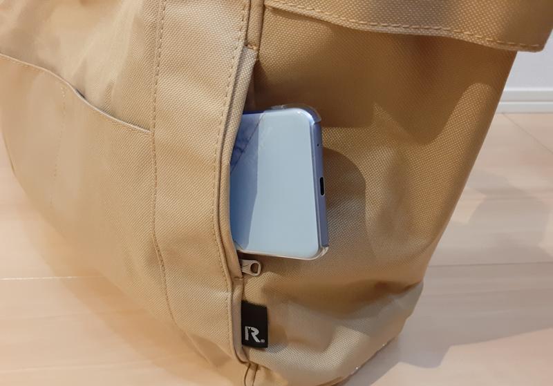 ルートートのトートバッグの表面の小さな収納