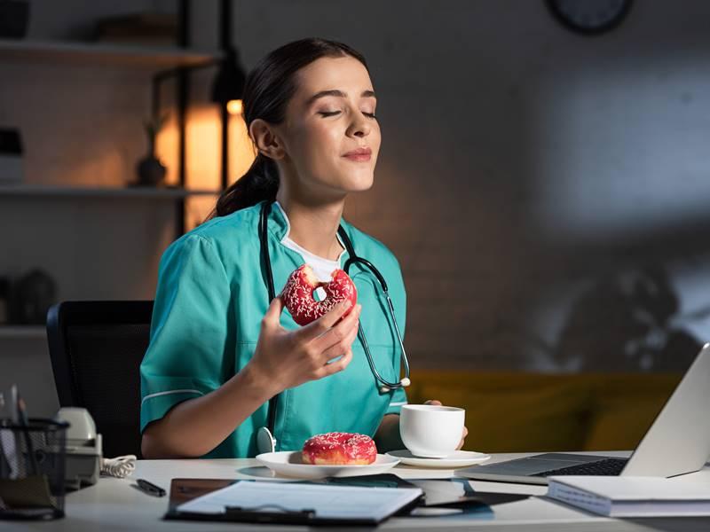 夜勤グッズおまけ:看護師の夜勤に飲食は必須